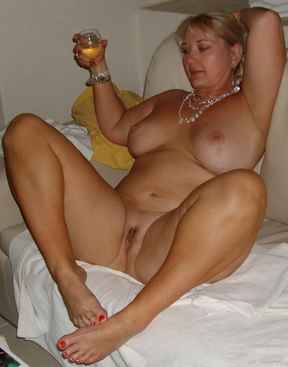 Hot sexy amateur moms