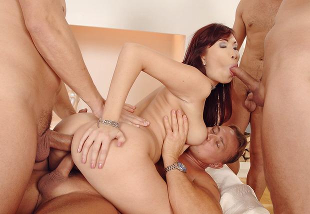 Leergemolken! asian double blowjob girl with