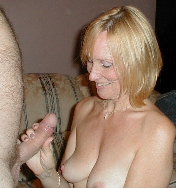 Mature cum pie