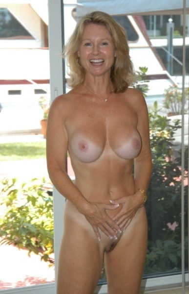 Milf flashing perky tits