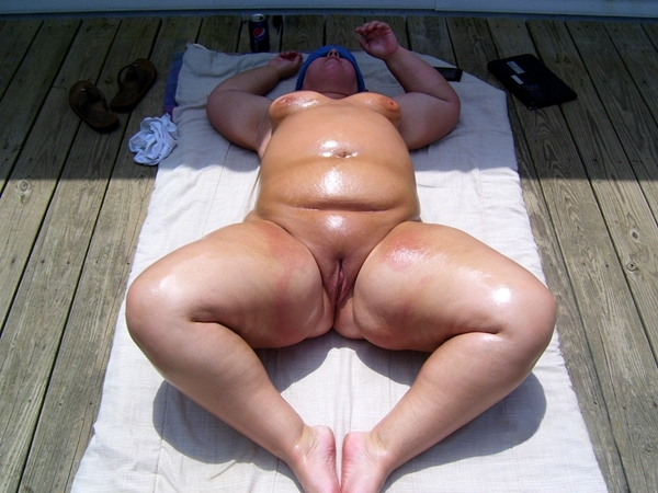 Fat Naked Women Sunbathing 39