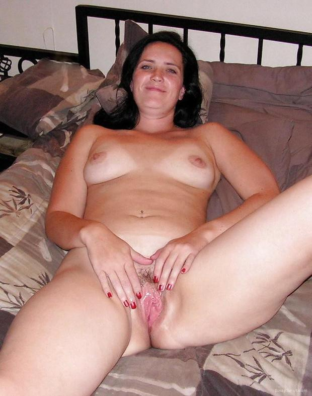 Amateur Brunette MILF masturbating