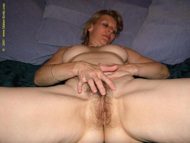 Delightful Mature Hairy Pussy 109