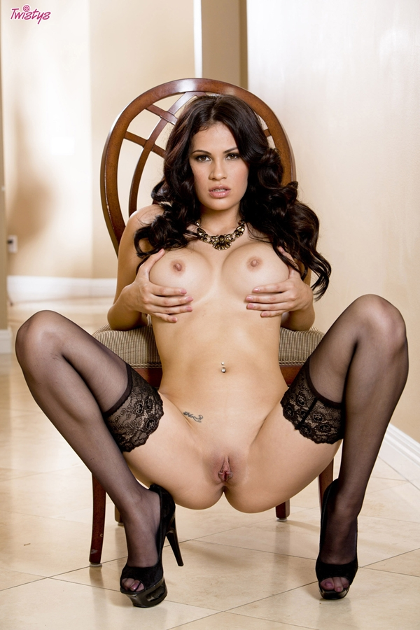 Vanessa Veracruz Youll Wanna Cruz With This; Brunette Shaved Pussy