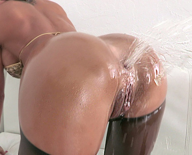 Ass Squirting 2