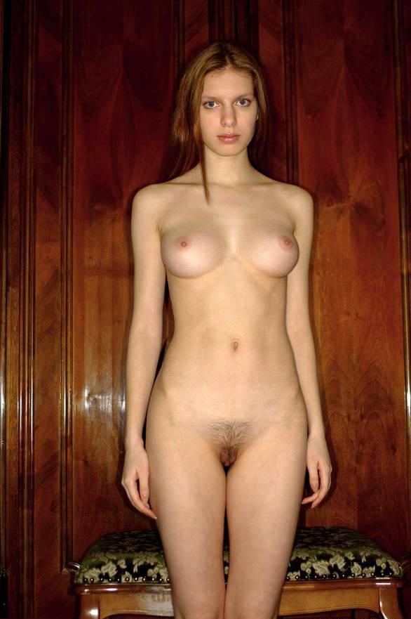 голые девушки стоя фото